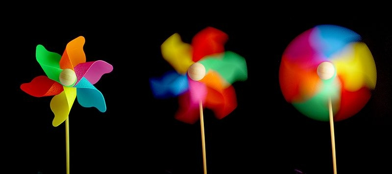 Bir Rüzgar gülünün 3 ayrı enstantanede çekilmiş fotoğrafı.