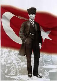 Mustafa Kemal Atatürk'ün okuduğu okulları şöyle sıralayabiliriz: 1)Mahalle Mektebine başladı sonra 2)Şemsi Efendi Okuluna geçti ve ilkokulu burada bitirdi.  3)Selanik Mülkiye Rüştiyesinde ortaokula başladı ancak mahalledeki komşusundan da etkilenerek ortaokul 3. sınıfta okulunu değiştirdi ve,  4)Selanik Askeri Rüştiyesine geçti ve burada ilk askeri eğitimini alarak ortaokuldan mezun oldu.  5)Manastır Askeri İdadisi'nde lise eğitimine başladı ve tamamladı. Buradan sonra,  6)Harp Okulunu bitirdi. En son olarak da,  7)Harp Akademisinden mezun olarak askerlik görevine başladı.