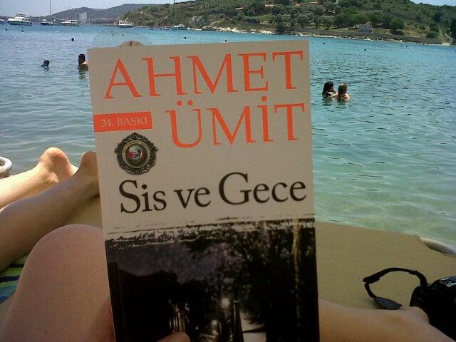 Ahmet Ümit'in Sis ve Gece Romanı Kapak Resmi