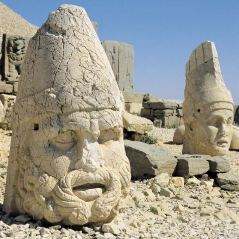 Nemrut Dağındaki Tarihi Eserlerimiz